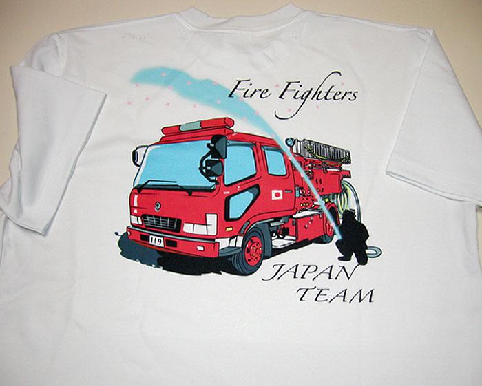 消防車と消防士のイラストTシャツ