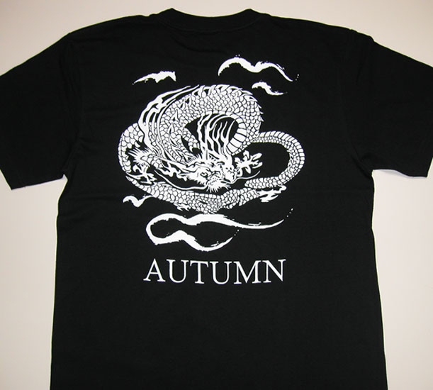 オリジナルの龍のデザインTシャツ